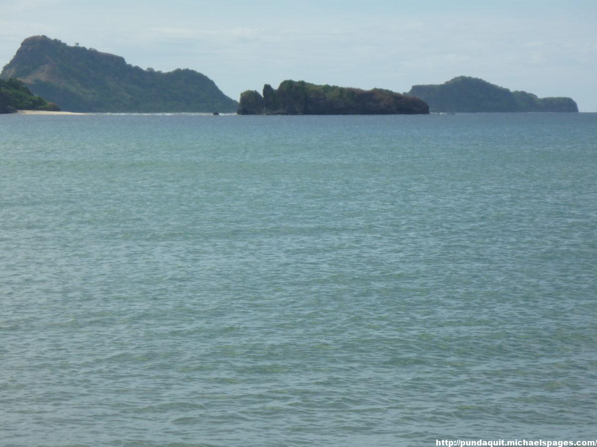 Capones and Camara Islands visible from a beach